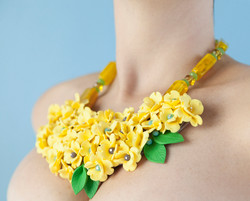 Big statement necklace with flowers