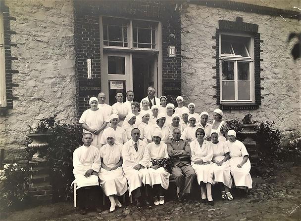 Slimnīcas_kolektīvas_30tajos_gados.JPG
