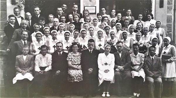 Māsu_skolas_izlaidums_1947.JPG