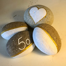 Bemalte Steine mit old