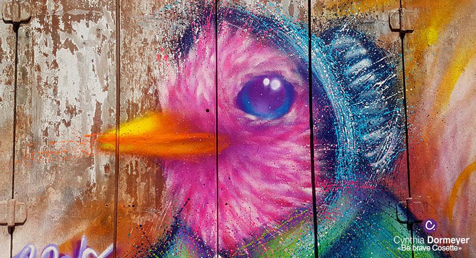 Peinture aérosol d'un oiseau rose