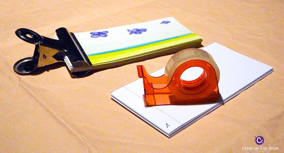 Finalisation du Flip book : les attaches - représente le flip book avec une pince et du scotch