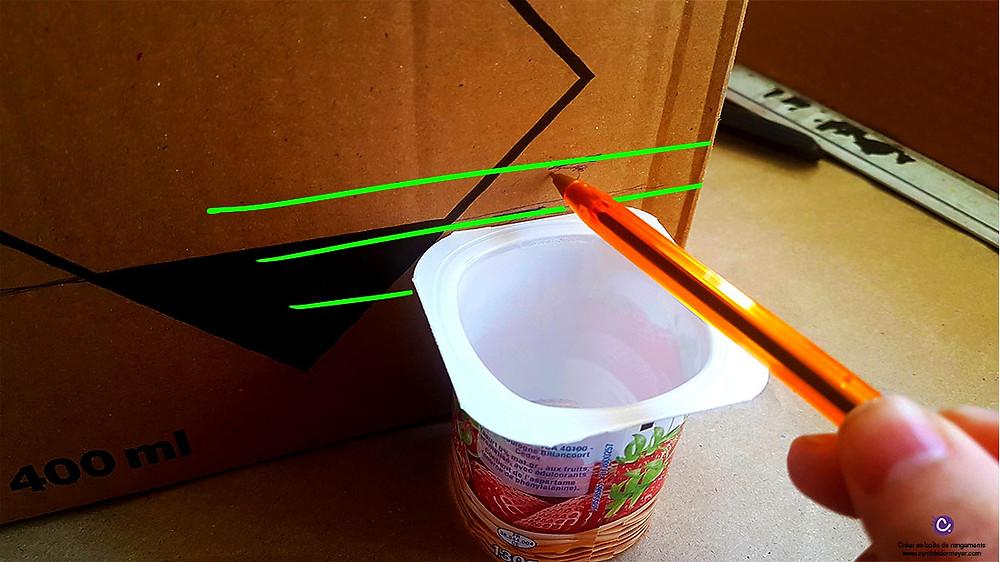 Créer une boîte de rangement éco-responsable pour marqueurs avec des pots de yaourts