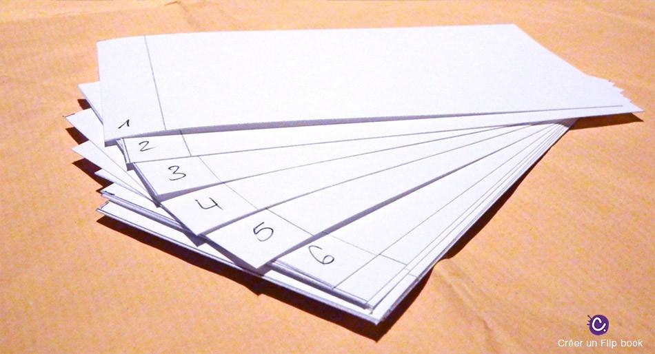 Bandes de papiers avec des numéros dans la marge. Etape 1 du flip book par Cynthia Dormeyer