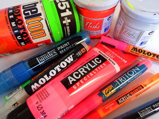 Quelles différences entre les peintures fluorescentes et phosphorescentes ?