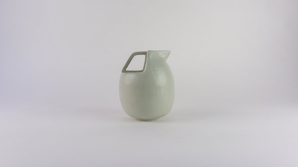 carafe / a hint of blue