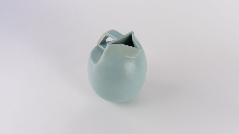 carafe / water bottle blue