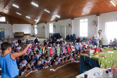 世界の子どもたちに希望を届けるマジシャン渡邊さん訪クック