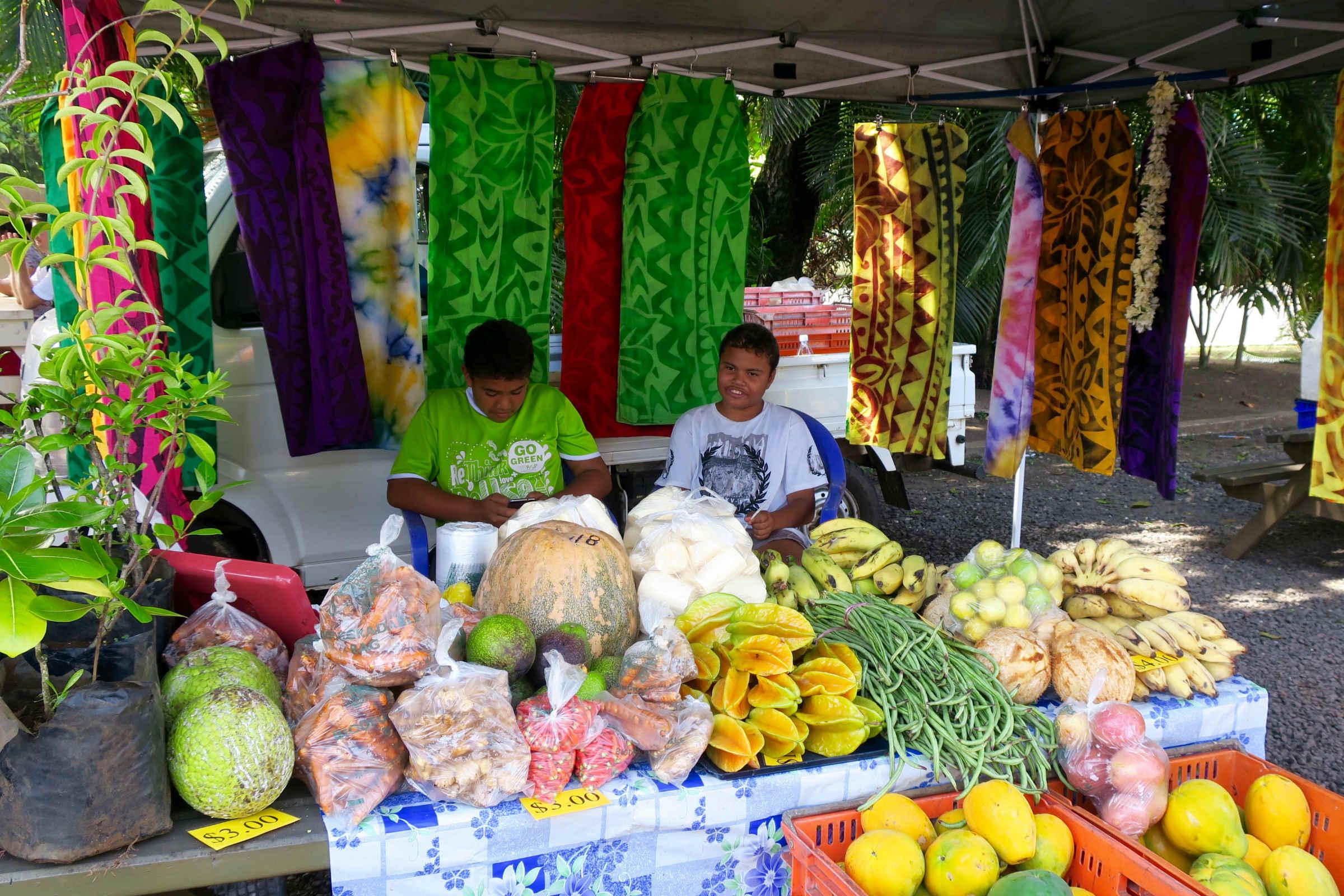 boys selling vegies