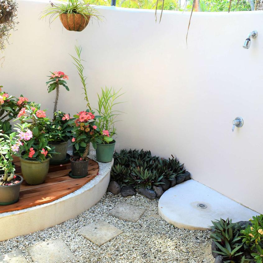 Outdoor Shower_little polynesian