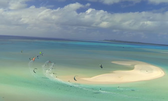 カイトサーフィン大会@アイツタキ島 今年8月に第一回大会開催