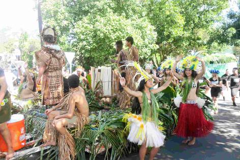 テマエヴァヌイ祭初日 パレード&開会宣言