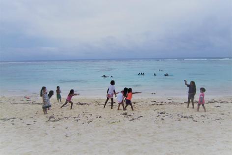 子どもたちのビーチ遊び