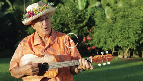 クック諸島の有名なウクレレおじさん パパジェイクさん