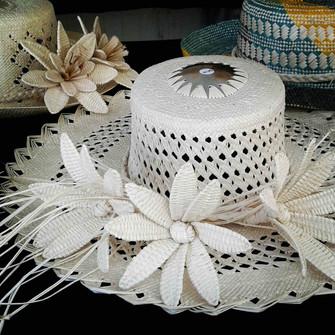 お勧めお土産 プナンガヌイマーケット編② 正装の帽子