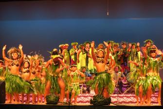 今年のテ・マエヴァ・ヌイ祭りには離島から2,000人参加 これってすごい数!