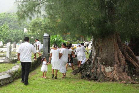 教会後の楽しみ ティータイムに参加して島の人たちと交流を