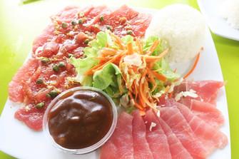 マグロのお刺身は海からカフェへ 冷凍保存なしの美味
