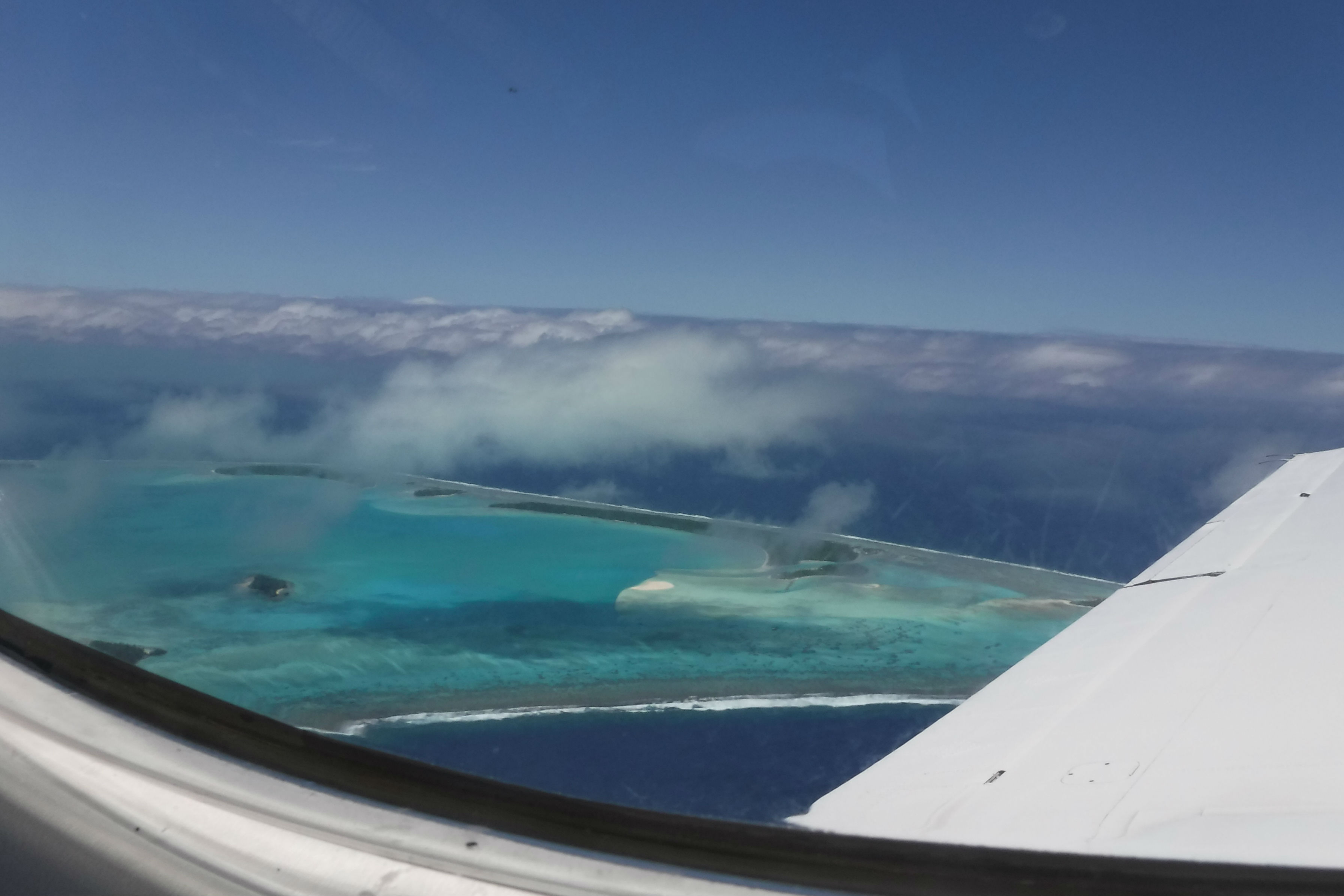 aitutaki view from plane