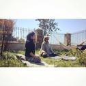 Pınar'la gözlüklü kazaklı hamaklı hamile yogası