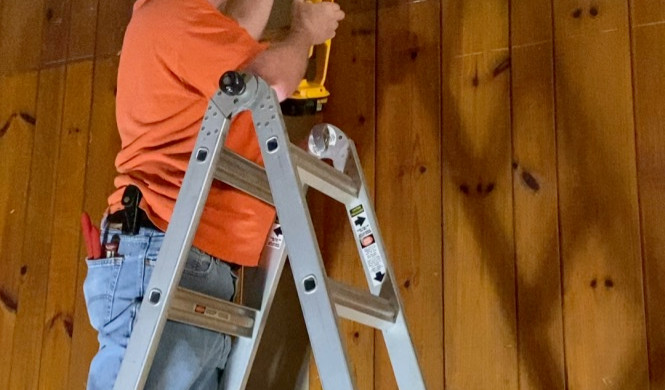 Fixing the pine boards
