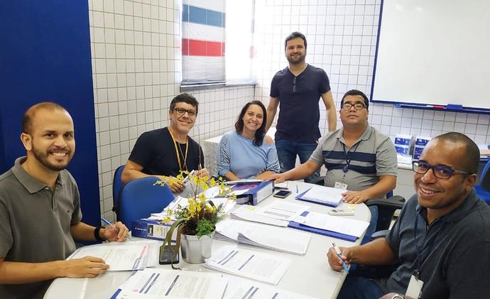 (Da esq para dir.): Profs. Marcus, Rinaldo, Helba, Sergio, André e Dayo em planejamento.