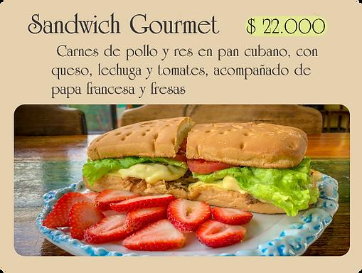 Sandwich, Carnes de pollo y res en pan cubano, con queso, lechuga y tomates, acompañado de  papa francesa y fresas