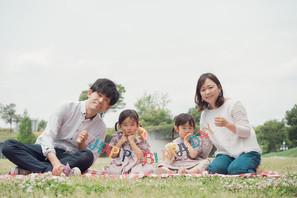 【ファミリーフォト】公園で双子ちゃんのバースデー