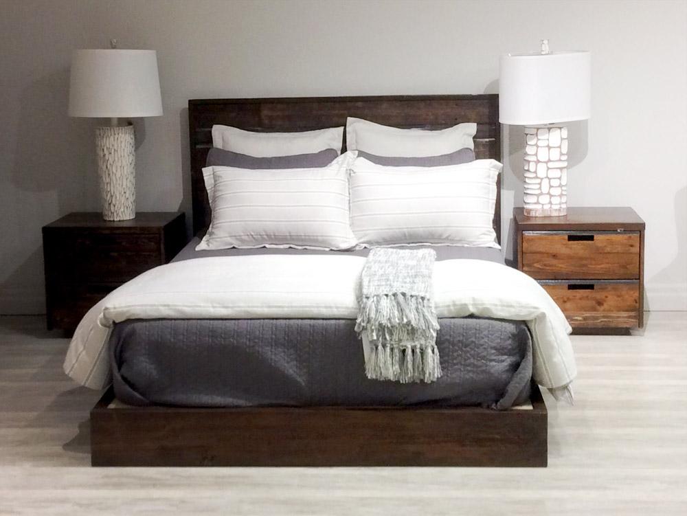 QUEEN SIZE BED AND NIGHTSTANDS