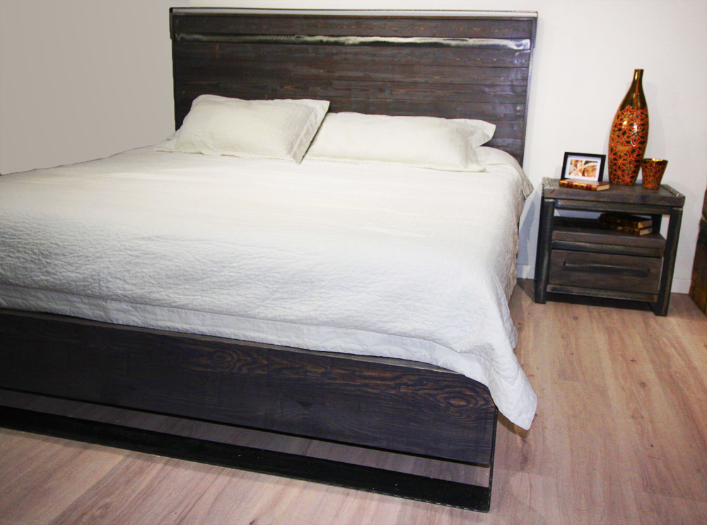 QUEEN BED AND NIGHTSTANDS