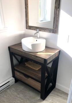 Simple washbasin cabinet