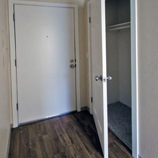 _MG_0120 1BR Frt Door & Closet.jpg