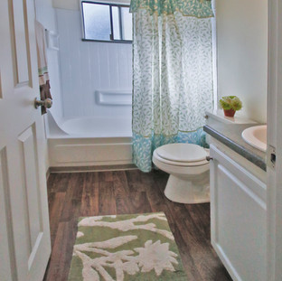_MG_0123 1BR Bathroom.jpg