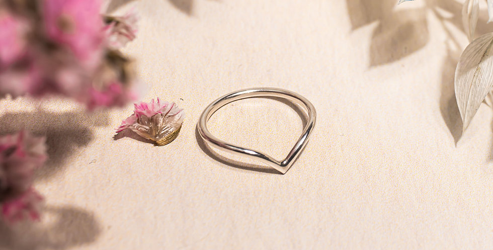 Sterling silver V ring size M 1/2