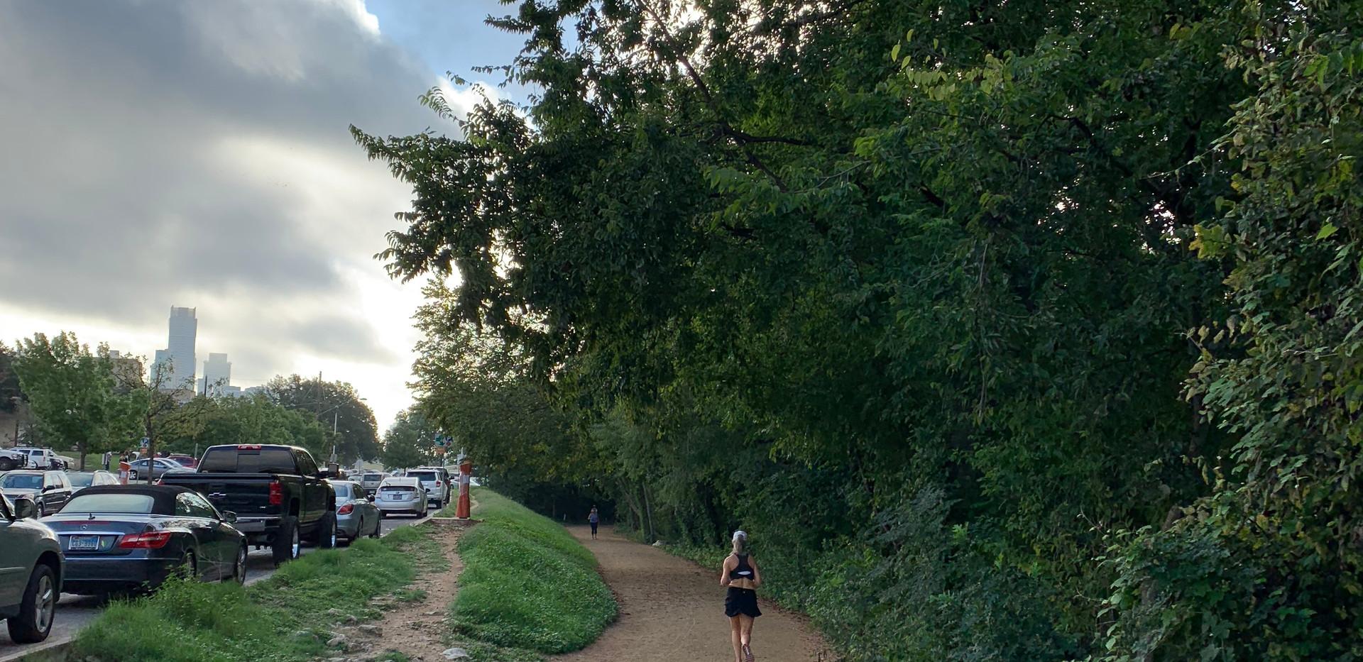 Townlake: Manicured trail in townlake