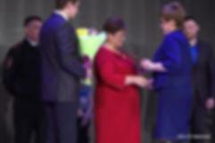 мама андрея бабожена получает диплом за сына
