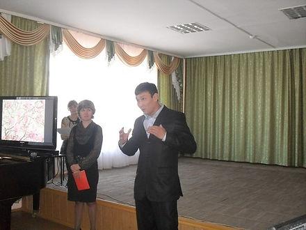 Евгений Нимаев читает отрывок из поэмы «Алдар» Б.К. Макарова