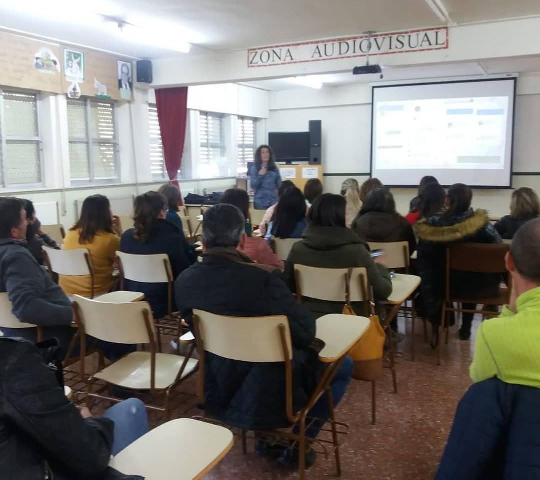 Charla formativa en centros educativos