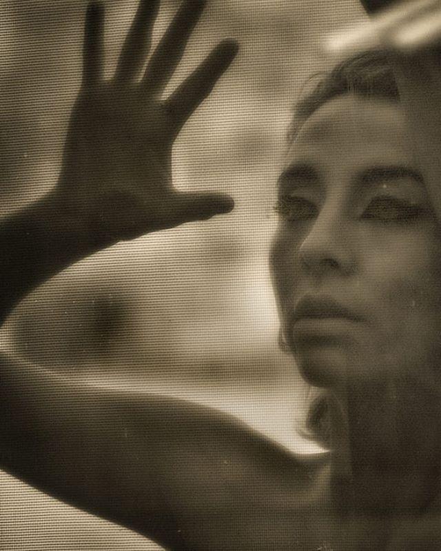 Glass Window _PC📷_ _lindaprose _Model_ _frida
