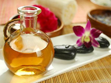 Quelques secrets de bien être et de sensualité (3) : les huiles végétales et les huiles essentielles