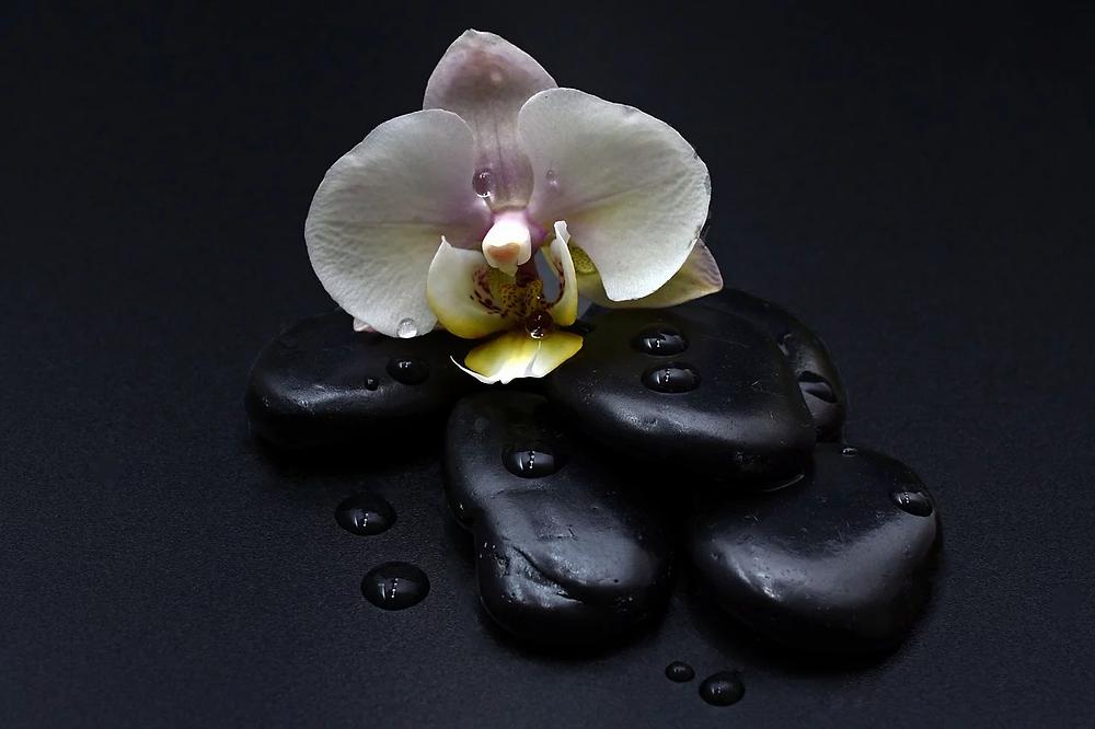 l'ecole du désir accompagne son massage tantrique du yoga des voyelles