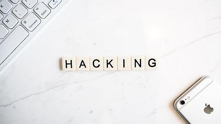 hacker-4523097_1920.jpg