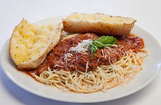 Spaghetti with meat sauce and garlic bread