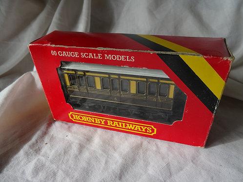 Hornby 00 Gauge R213 GWR 4 Wheel Coach