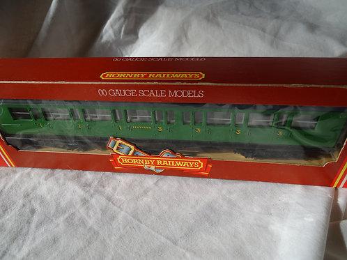 Hornby 00 Gauge R486 SR Composite Coach