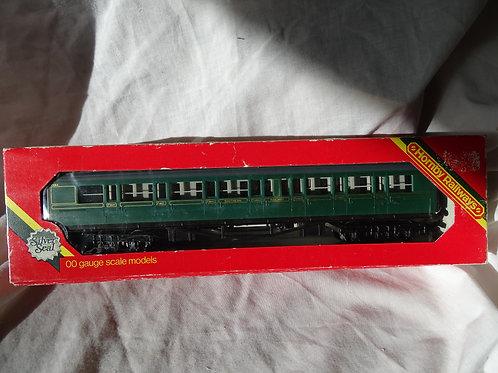Hornby 00 Gauge R431 SR Coach Composite