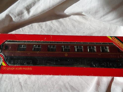 Hornby 00 Gauge R433 LMS Coach 57' Composite
