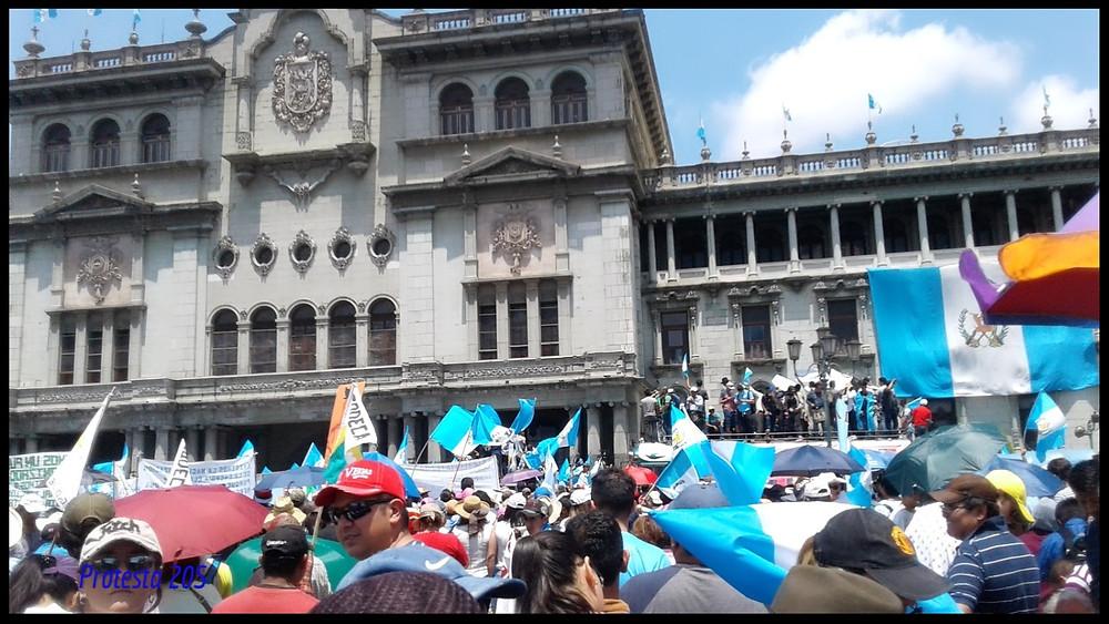 Protesta frente al Palacio Nacional de la Cultura