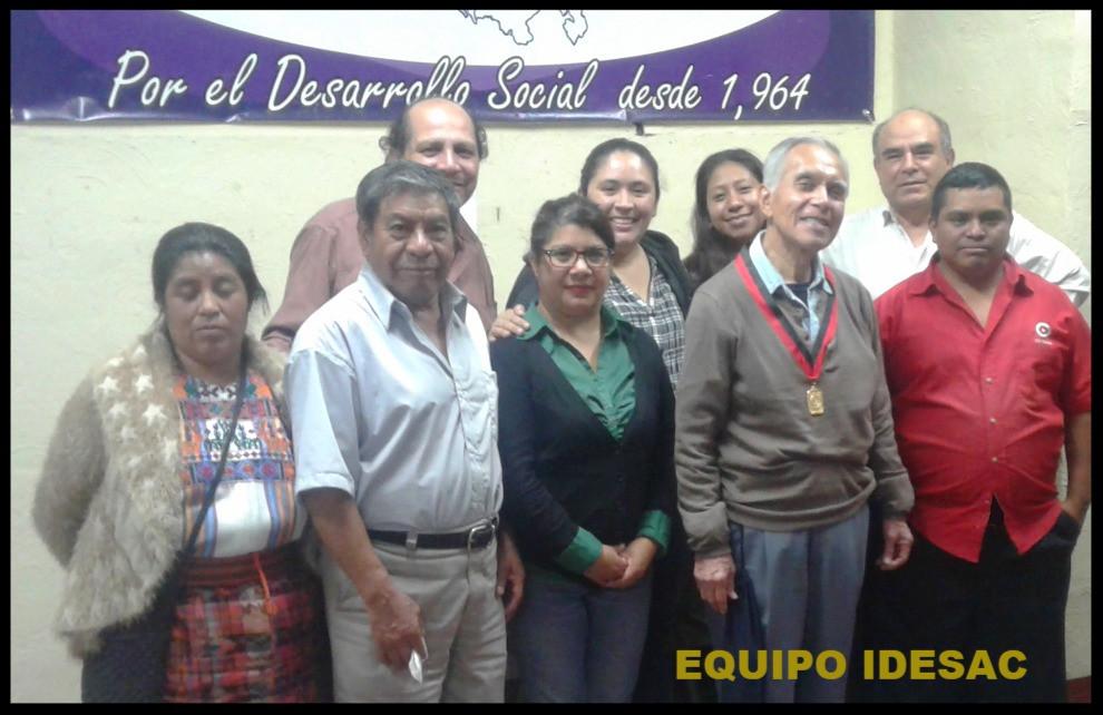 Equipo Idesac y el Dr. Miguel Angel Reyes