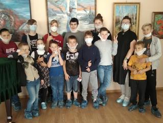 20 сентября мы с ребятами побывали в зале «Ротонда» КДЦ «Ижорский» на выставке «Колпинский вернисаж.